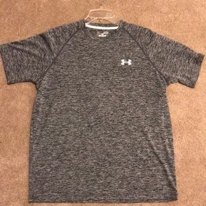 Men's size Medium UA heat gear t-shirt